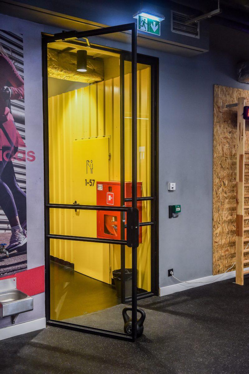 Adidas Runners Club - Uchylne Drzwi Loftowe