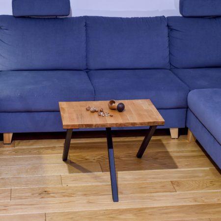 Stolik Kawowy Industrialny Prostokątny P2 z czarnymi nogami w salonie