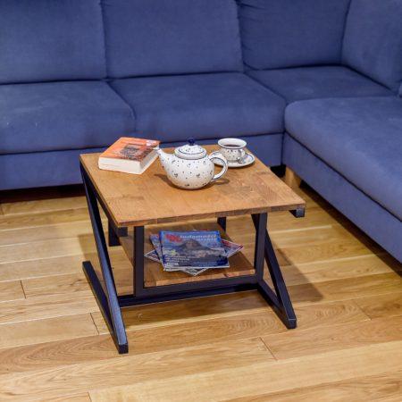 Stolik Kawowy Kwadratowy z Półką w salonie
