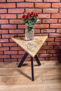 Stolik Kawowy Industrialny Trójkątny T1 z bukietem róż