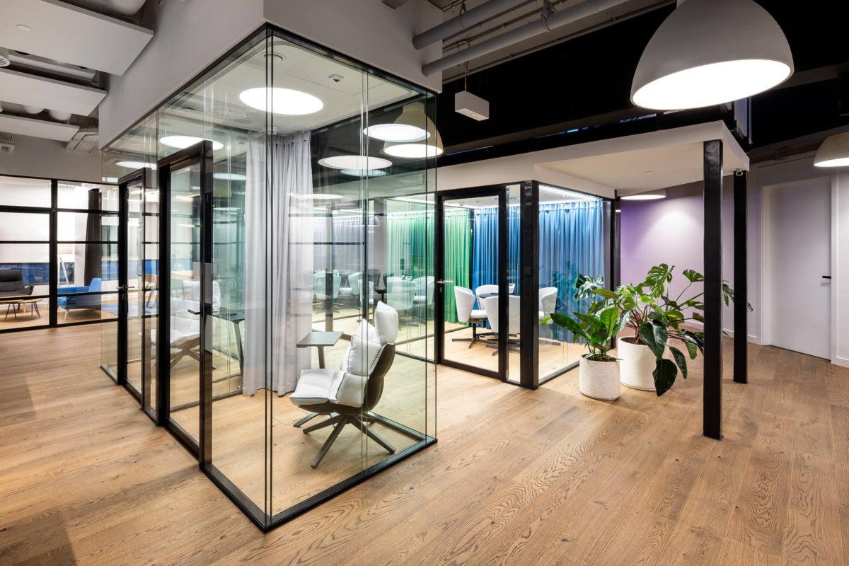 Szklane ściany loftowe w Studio HBO Polska w Warszawie