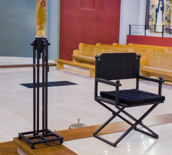 Metalowe Krzesło Liturgiczne przeznaczone dla celebransa w kościele Dominikanów w Rzeszowie.