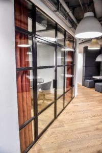 Szklane Drzwi Loftowe Metalowe w Studio HBO Polska