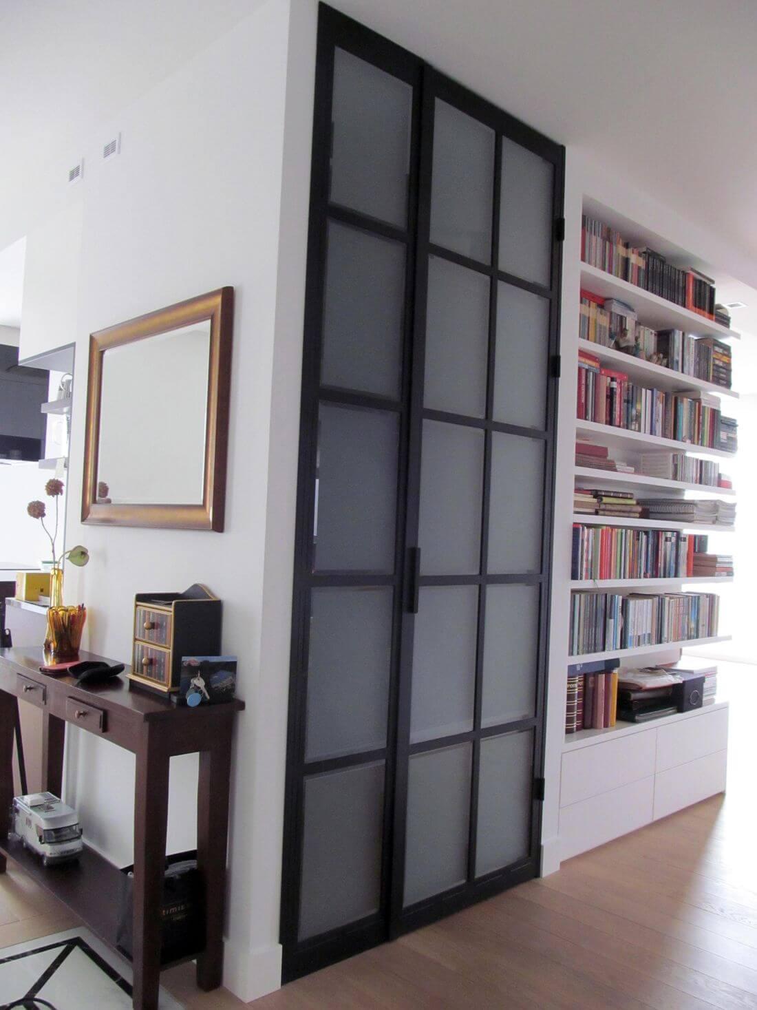 Puertas de Vidrio y Metal para los armarios o roperos de toda la habitación - cerradas