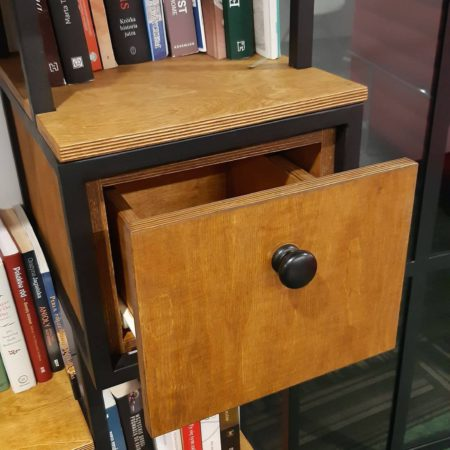 Regał Industrialny Loft wysoki z szufladami na książki wykonany ze stali konstrukcyjnej oraz drewna dębowego