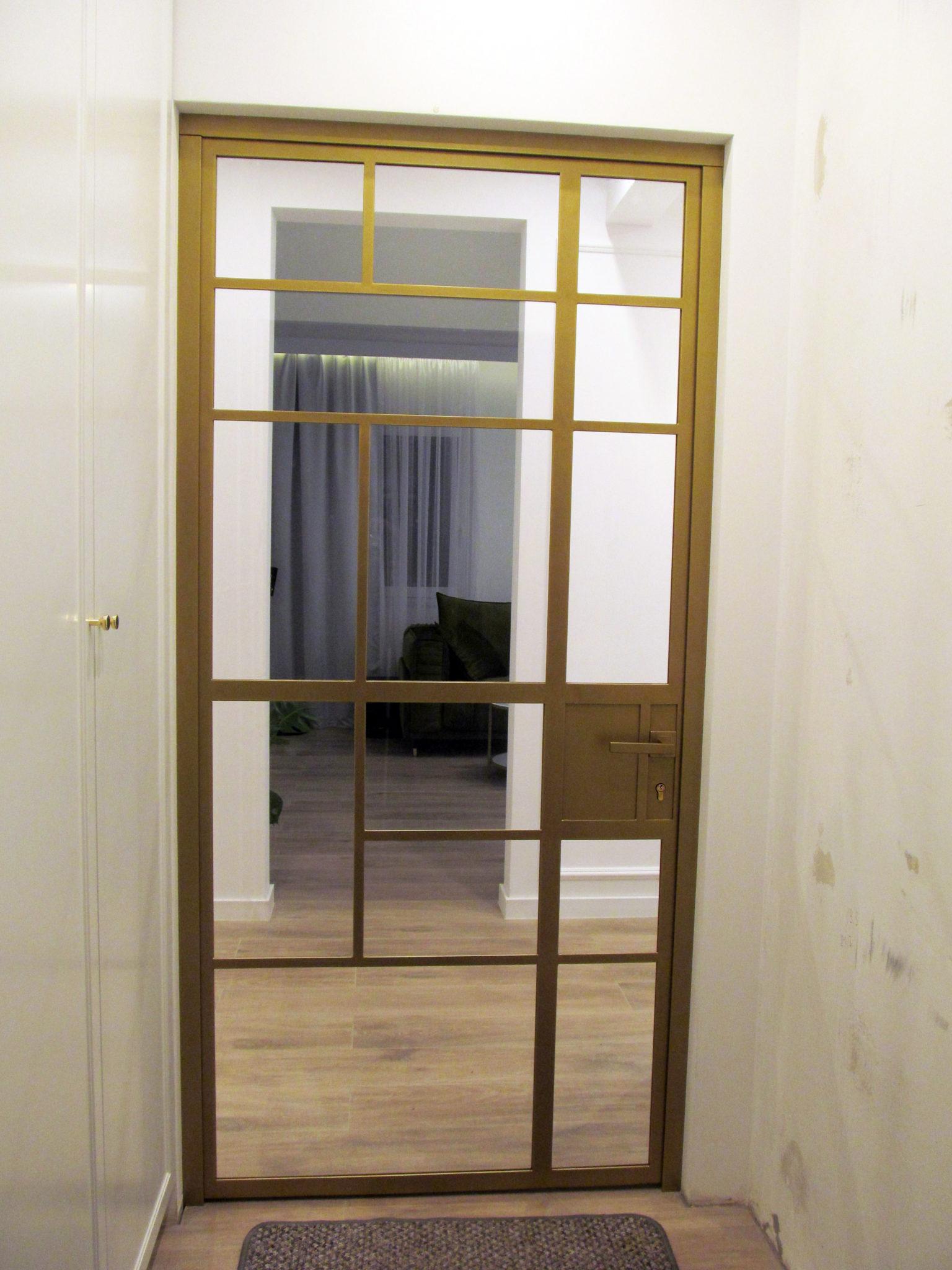 Drzwi loftowe złote ze szkła i metalu pomalowane na złoto ze szkłem bezpiecznym 33.1 w oddzielnych kwaterach